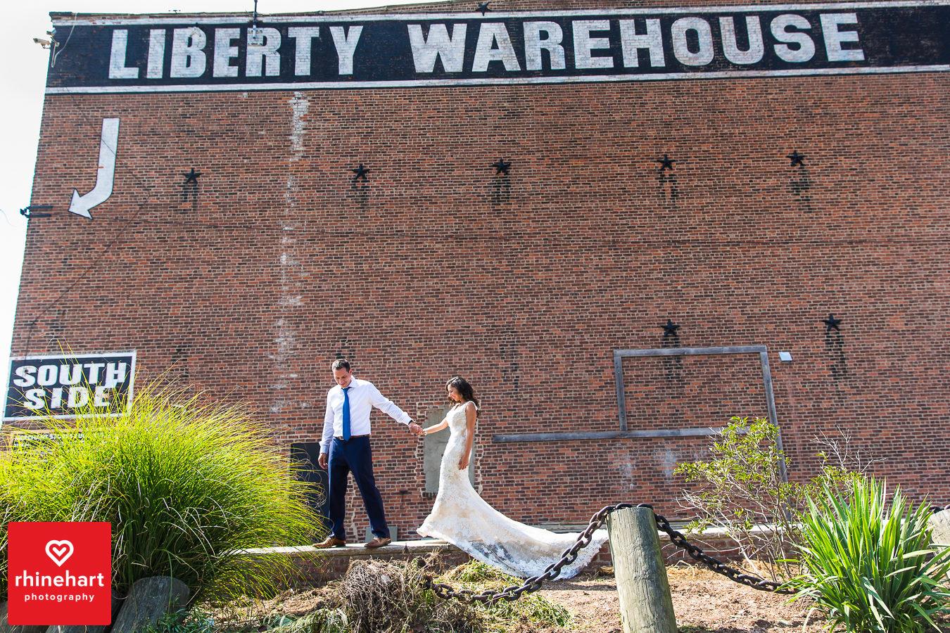 liberty-warehouse-wedding-photographers-creative-brooklyn-19