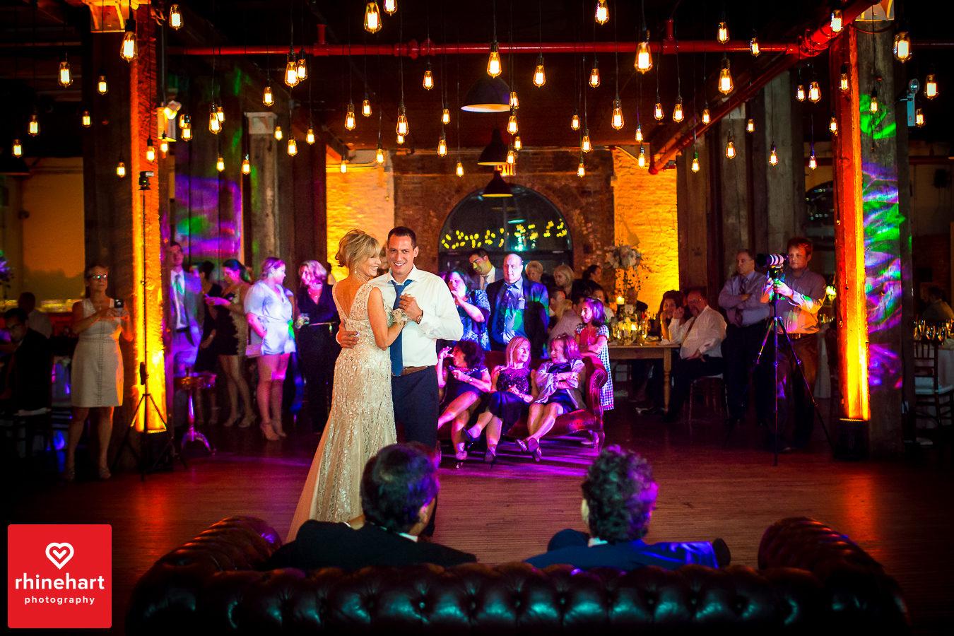 liberty-warehouse-wedding-photographers-creative-brooklyn-33