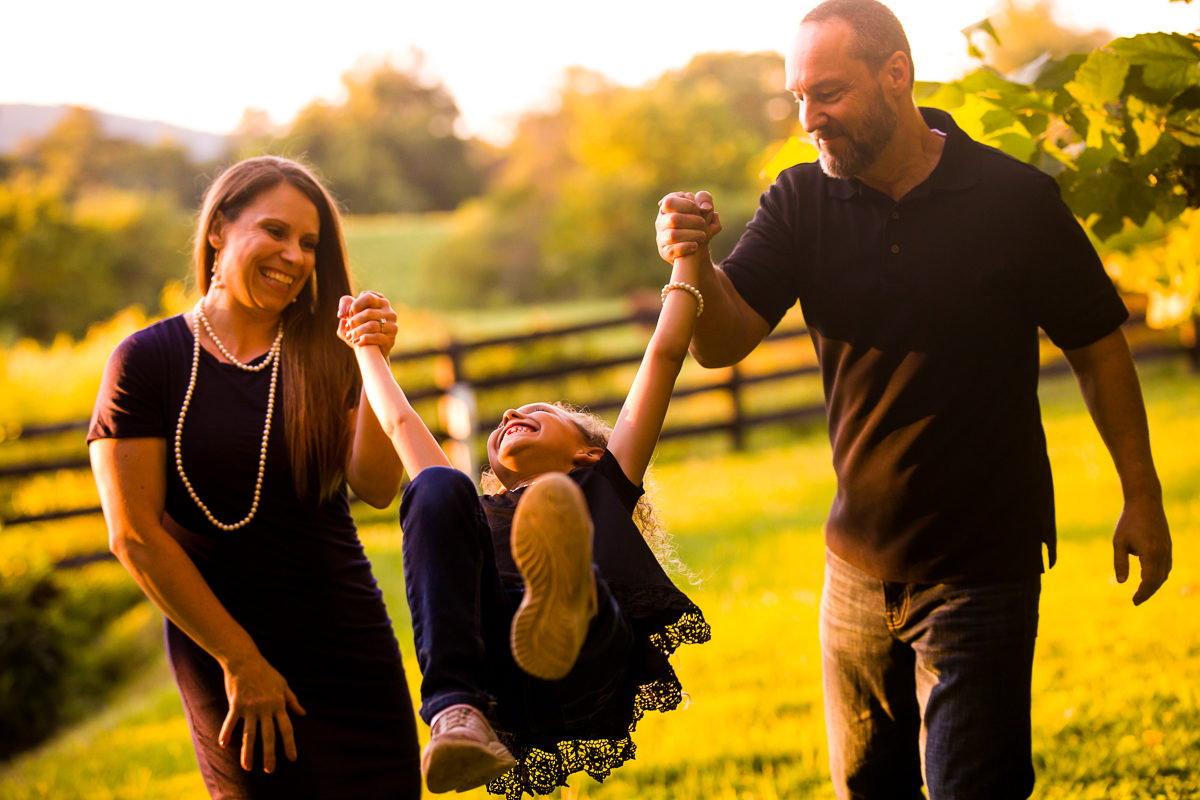 best-family-portrait-photographers-creative-va-pa-md-wv-silverbrook-farm-purcelleville-16