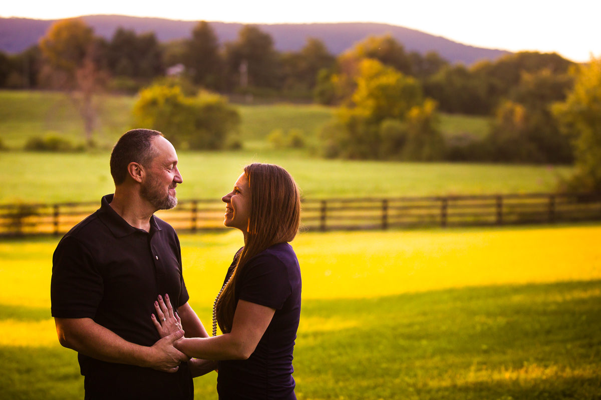 best-family-portrait-photographers-creative-va-pa-md-wv-silverbrook-farm-purcelleville-18