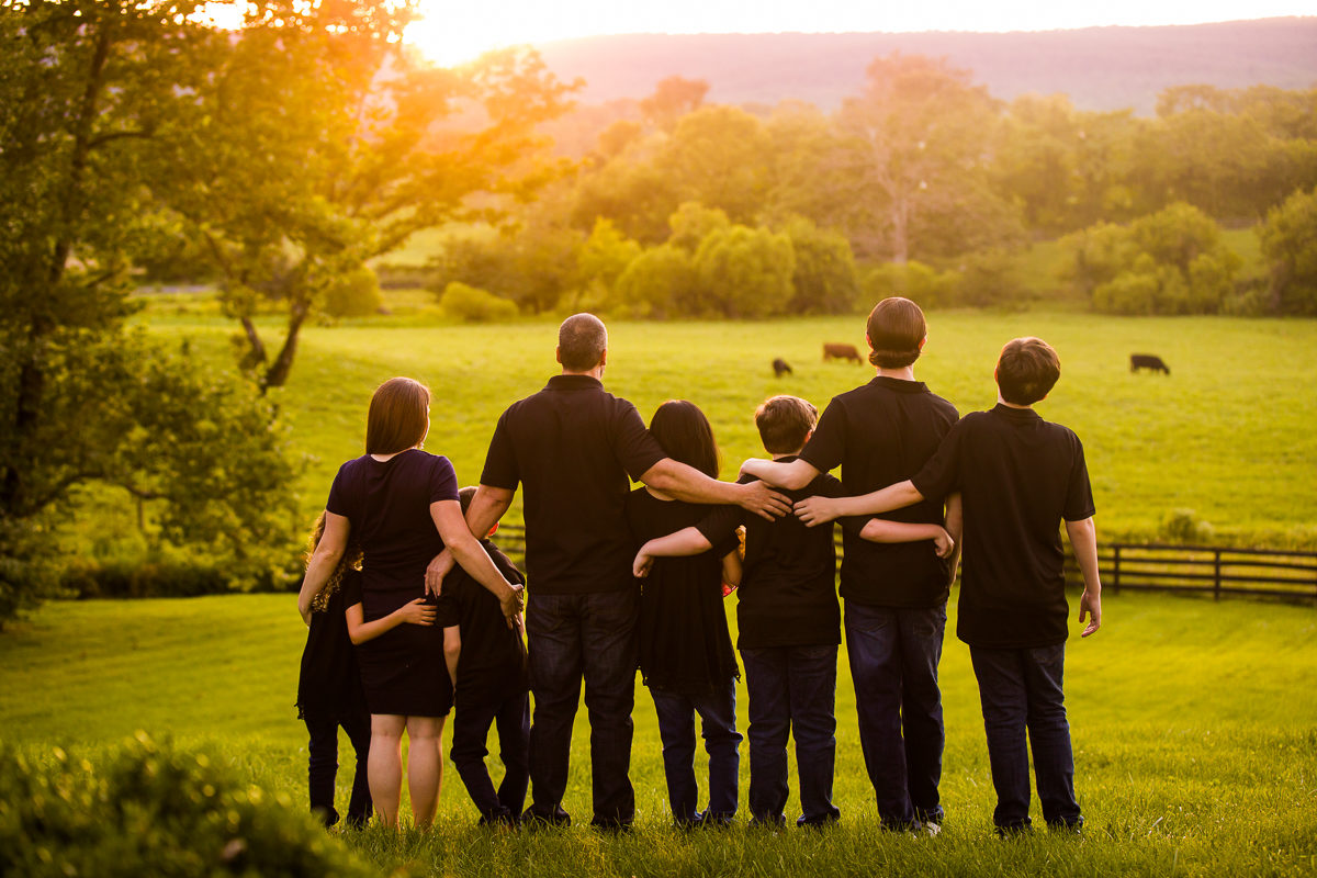 best-family-portrait-photographers-creative-va-pa-md-wv-silverbrook-farm-purcelleville-26