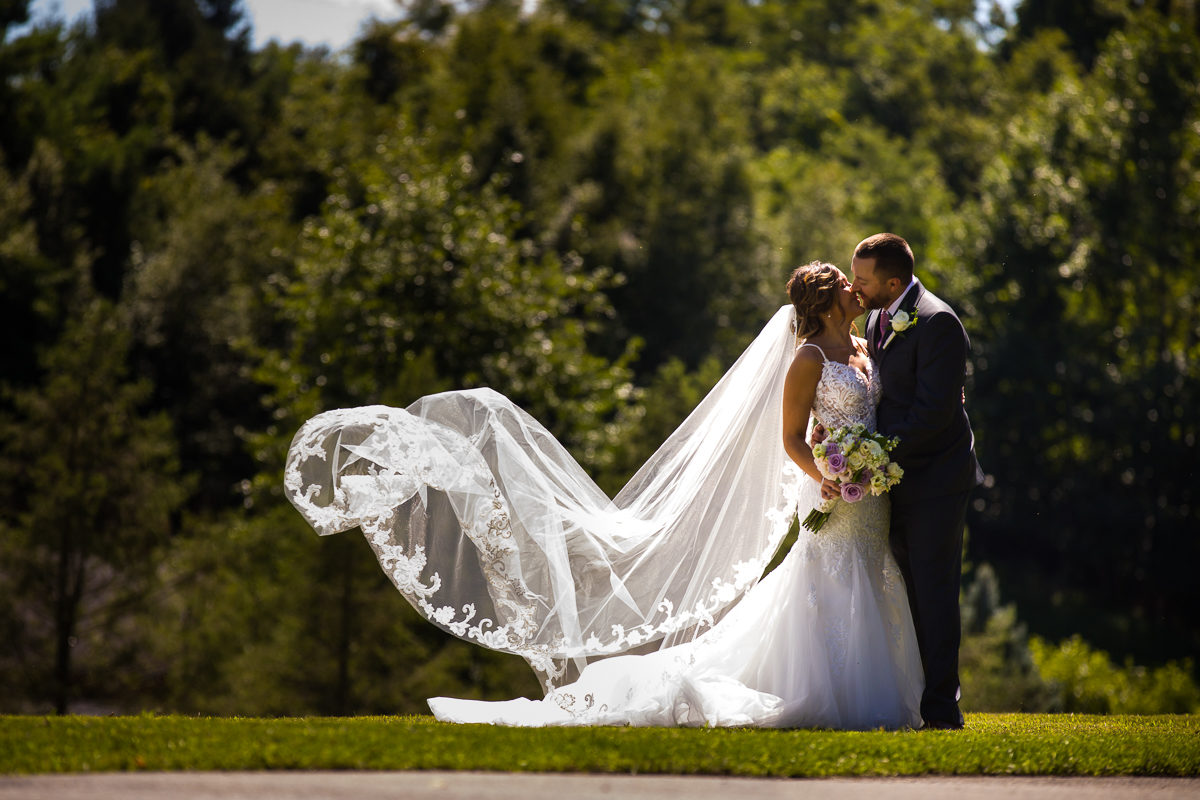 stroudsmoor-country-inn-stroudsburg-pocono-creative-best-wedding-photographers-21