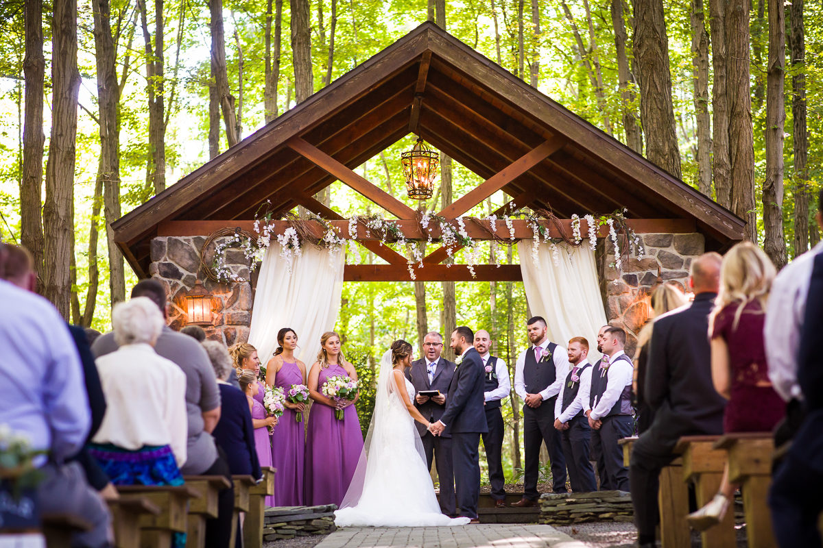 stroudsmoor-country-inn-stroudsburg-pocono-creative-best-wedding-photographers-38