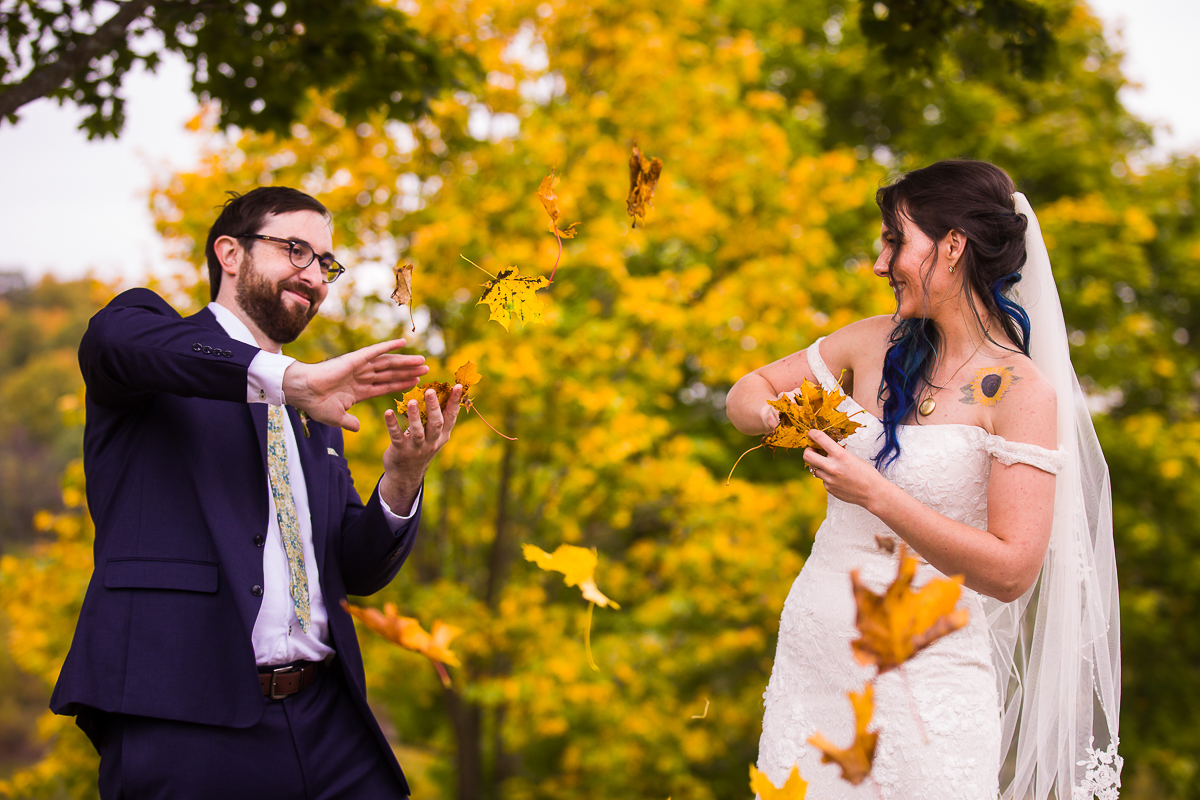 gettysburg lodges wedding couple plays in fall leaves