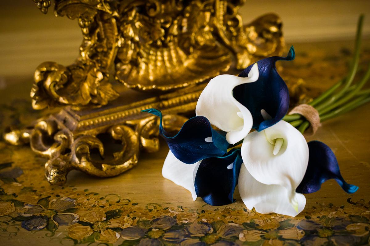 antique-rustic-bouquet-flowers