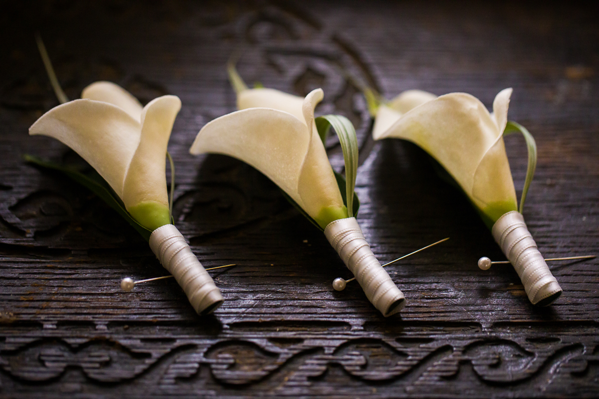 lilly-boutonniere-antique-vintage